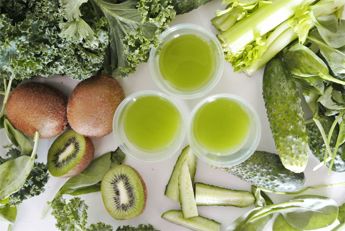 zielone soki i zielone warzywa