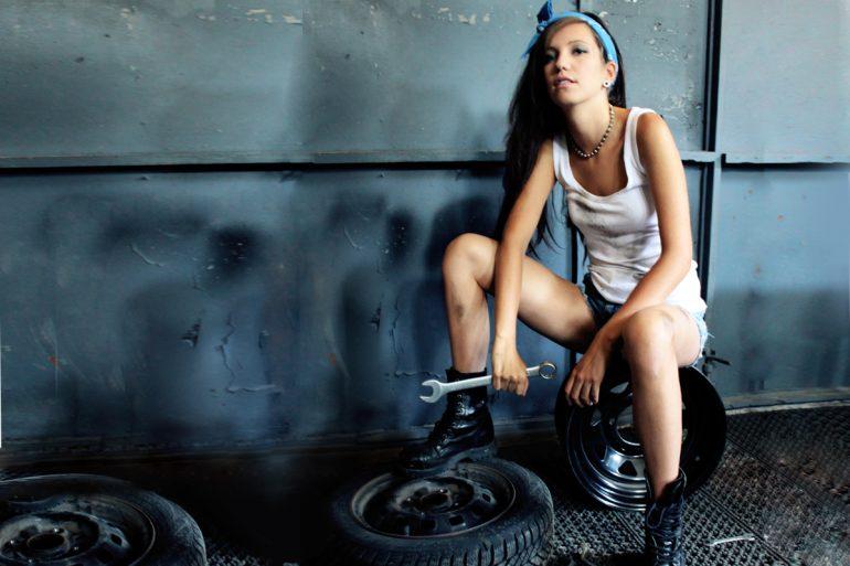 dziewczyna uczulona na nikiel, kobalt, opony, warsztat